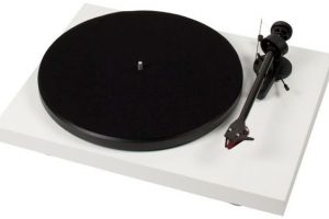 Pro-Ject Debut Carbon 2M-R Turntable Review